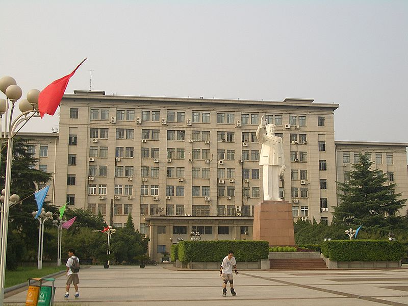 Gedung utama Huazhong University of Science and Technology